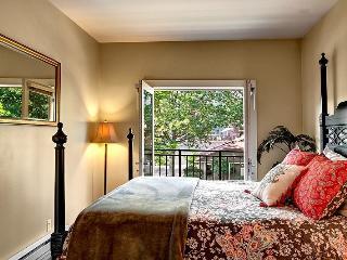 2 BD/2 BA heart of Downtown Redmond - Bellevue vacation rentals