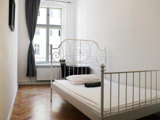 Fantastic 4-bedroom Apartment - BERLIN CENTER - Berlin vacation rentals
