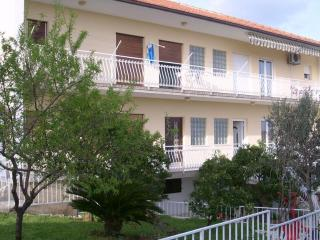 Comfortable apartment - Seget Donji-Vranjic vacation rentals