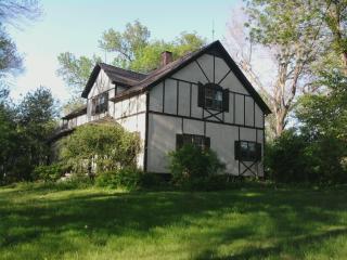 Beautiful Home with 5 SeculededAcres in Omaha, NE! - Bennington vacation rentals