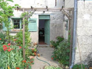 Loire Valley Riverside Cottage near Saumur - Saumur vacation rentals