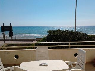 Monolocale con veranda fronte mare - Scoglitti vacation rentals