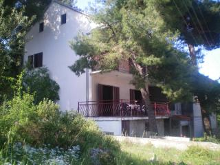 Relaxing Beach House - Okrug Gornji - Okrug Gornji vacation rentals