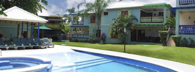 Chillin Ja - poolside and landscape - Chillin Ja, Old Fort Bay, Ocho Rios - Ocho Rios - rentals