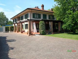 Villa in Forte dei Marmi for 10 People - Forte Dei Marmi vacation rentals