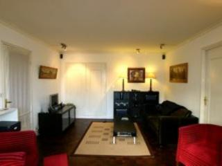 Invalides 2 bedroom (2004) - Paris vacation rentals