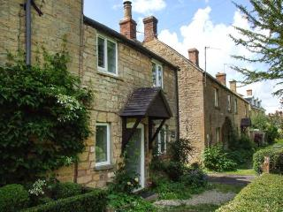 CAMPION COTTAGE, stone-built, woodburning stove, close to amenities, in Willersey, near Broadway, Ref 906999 - Willersey vacation rentals