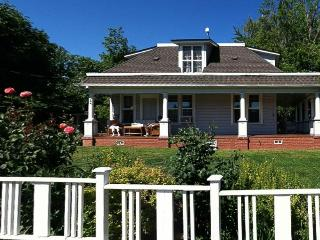 Conveniently located, pet-friendly home with porch! - Hood River vacation rentals