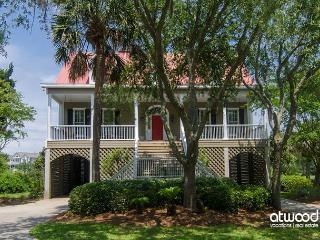Cat's Cottage - 5BR/4BA Beach Walk Home With Views & Tasteful Decor - Edisto Island vacation rentals