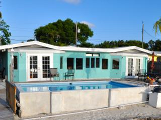 Gulf View Place w/ Dock, Pool, Kayaks, Sandy Shore - Marathon vacation rentals
