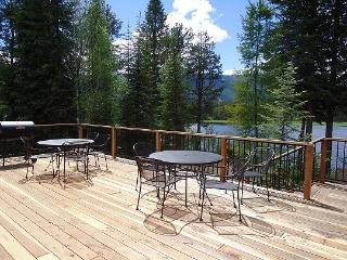Hereford Lake House - 4 Bedroom, 2 Bath Sleeps 10. On Lake Cascade with boat dock, beach and Satellite TV. Pet Friendly. - Tamarack Resort vacation rentals