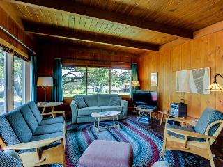 2BR cottage w/fireplace; ping pong; walk to beach - Gearhart vacation rentals