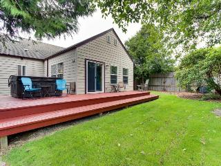 Private hot tub, pet-friendly, bayview home - Newport vacation rentals