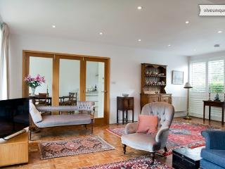 3 bed with private garden, Rayners Road, Putney - London vacation rentals
