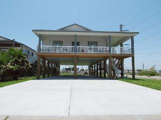 Shamrock by the Sea, PRIVATE POOL,  3/2, sleeps 10, Boardwalk to Beach - Port Aransas vacation rentals