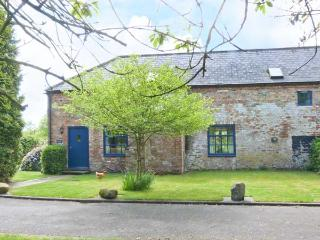 EXHIBITION COTTAGE, gas stove, courtyard with furniture, games field, Ref 912243 - Hornsea vacation rentals