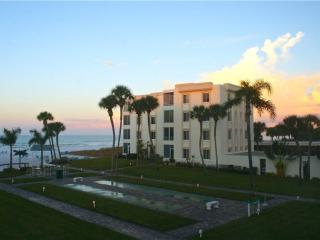 300ft from the beach, heated pool & game rm - 11 South - Siesta Key vacation rentals