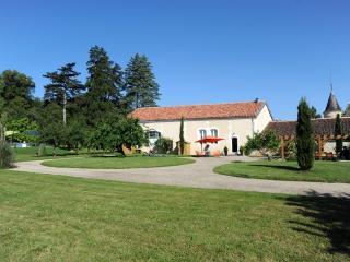 Domaine du Treuil - Le verger - Burie vacation rentals