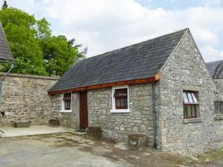 THE ANNEXE DEREEN LODGE, ground floor, patio with furniture, great base for walking, Ref 912323 - Mohill vacation rentals
