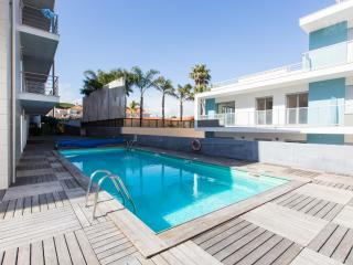 Fully Air Conditioned, Modern 1 Bedroom Apartment, Sleeps 4, with Swimming Pool and Kids Play Area - Marinha Grande vacation rentals