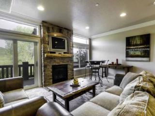 Snowbasin View Huntsille Condo| Luxury 2 Bedroom | Lakeside Unit 46 - Huntsville vacation rentals