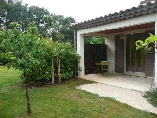 Appartement jardin avec Piscine à Aix en Provence - Bouches-du-Rhone vacation rentals