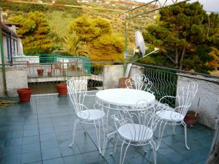 Bellissima casa al mare con terrazzo - Longobardi vacation rentals