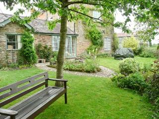STONE COTTAGE, WiFi, enclosed garden with furniture, Ref 904161 - Herefordshire vacation rentals