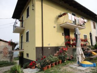 Casa nel cuore delle Langhe - Monforte d'Alba vacation rentals