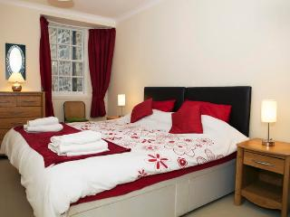 Lux 2 Bed Nr Castle Old Town - Edinburgh vacation rentals