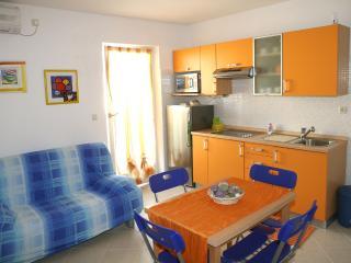 Appartamento vista mare con balcone - Vodice vacation rentals
