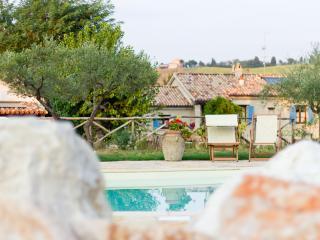 Borgo La Rovere: app. I GIRASOLI - San Giorgio di Pesaro vacation rentals