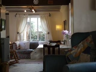 Holly Meadow Cottage, 16th Century Beamed Cottage. - Bramfield vacation rentals