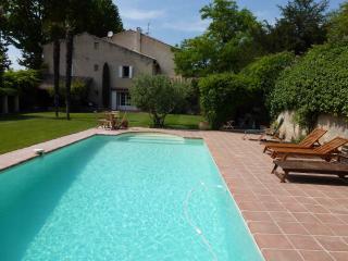 Grande Maison de Charme avec Piscine en Pays d - Pelissanne vacation rentals