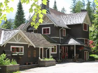 Willow Point Vacation Suites - Myra's Cottage - Nelson vacation rentals