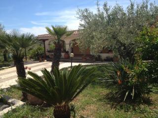 Villa immersa negli olivi a due passi dal mare - Orosei vacation rentals