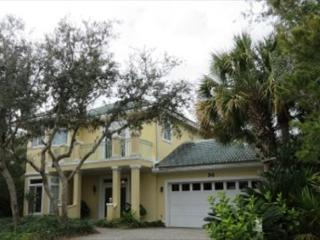 Yellow Bird, 4BR/3BA private house! Just steps to the community Pool! - Destin vacation rentals