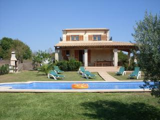 Sleeps 8-10 (2 on sofabed) - Ca'n Picafort vacation rentals