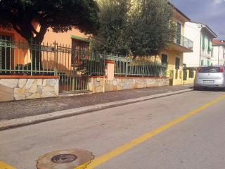 Quiet, lovely apartment in Tuscan city centre with private garden and terrace, sleeps 4 - Montecatini Terme vacation rentals