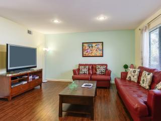 Short Walk to Disney+3 bdrm+Pool+$4000+/Month - Anaheim vacation rentals