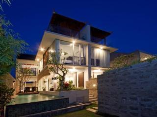 Grace & Milena, a wonderful tranquil twin villa - Canggu vacation rentals