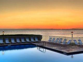 Directly on the sparkling waters of Tampa Bay,3 mi - Tampa vacation rentals