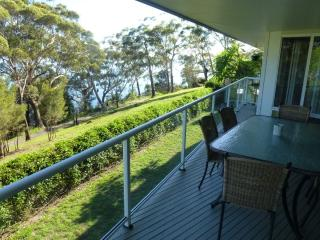 Ripple Cove, 28 Thurlow Avenue - FREE WIFI - Nelson Bay vacation rentals
