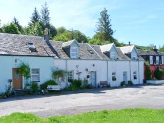 ROSE COTTAGE, rural location, open fire, woodburner, lawned garden in Strachur, Ref 24071 - Luss vacation rentals