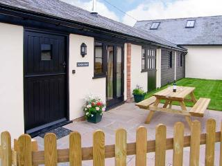 ROWDENS BARN, pet-friendly, single-storey, woodburner, games room, Blandford Forum Ref 905898 - Dorset vacation rentals