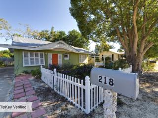 PRETTY 2br cottage on the west end near pier park - Panama City Beach vacation rentals