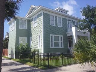 Sleeps 4- 14, Close to Pleasure Pier, Beach, Restaurants - Galveston vacation rentals
