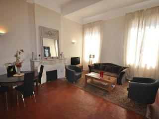 Apartment Mirabeau, Great 1 Bedroom in Aix en Prov - Greasque vacation rentals