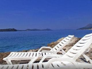 Studio with sea view , terrace and private beach - Dubrovnik vacation rentals