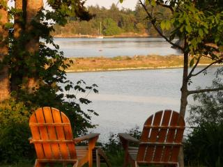 Beachwood Cottage, Lovely Private Waterfront - Victoria vacation rentals